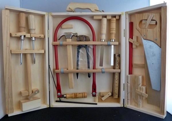 kinder werkzeugkoffer 17 tlg werkzeugkasten aus holz mit s ge zange hammer. Black Bedroom Furniture Sets. Home Design Ideas